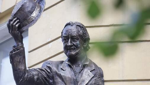 У Києві відкрили горельєф Богдана Ступки: видатному актору було б 80 років