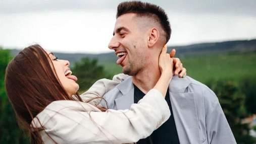 Ксения Мишина и Александр Эллерт засветились на свадьбе друзей: неожиданные фото