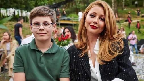 Тіна Кароль показала сина у вишиванці та шароварах: рідкісне фото з Великої Британії