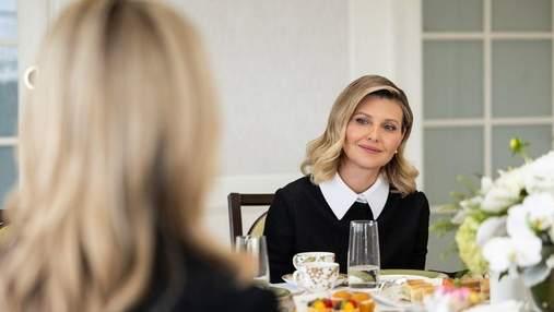 Олена Зеленська на робочій зустрічі позувала в чорному костюмі: фото з США