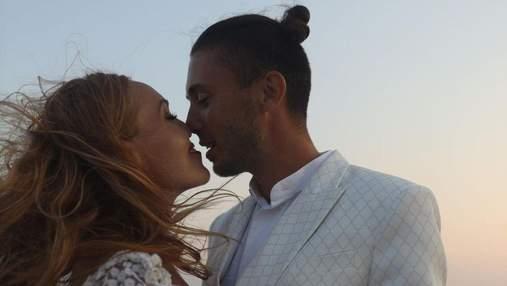 Alyosha приголомшила романтичною фотосесією з чоловіком