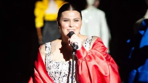 Солистка группы KAZKA на показе-шоу GASANOVA: чем еще поразил украинский бренд