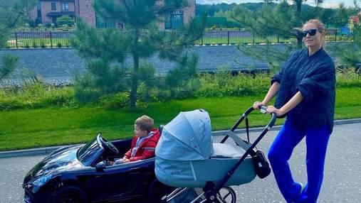 Катя Осадча показала сімейну прогулянку з синами від Горбунова: милі фото