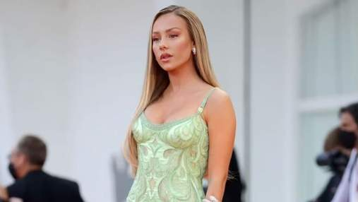 """Зірка серіалу """"Еліта"""" Естер Еспосіто вразила сукнею, яку шили 1900 годин: вражаючий вихід"""