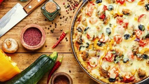 Страва для лінивих за 5 хвилин: смачна піца з куркою на сковорідці