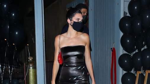 Кендалл Дженнер одягнула на день народження крихітне чорне плаття: ефектне фото