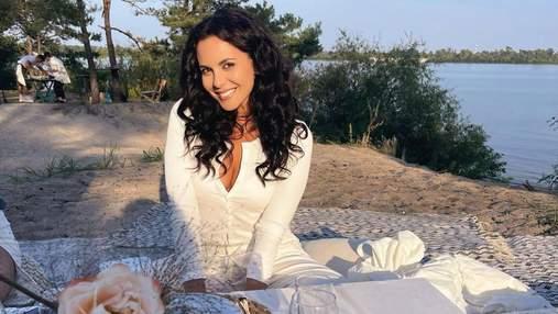 Настя Каменських показала образ з дня народження Каті Осадчої: фото в білому вбранні