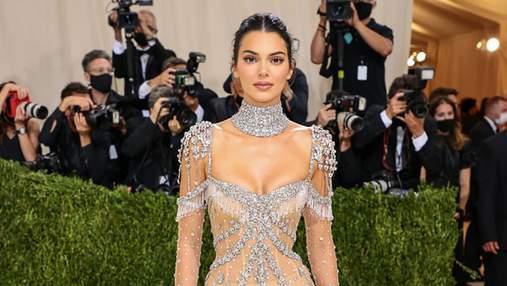 Кендалл Дженнер умилила нежным образом в прозрачном платье Givenchy с кристаллами: фото