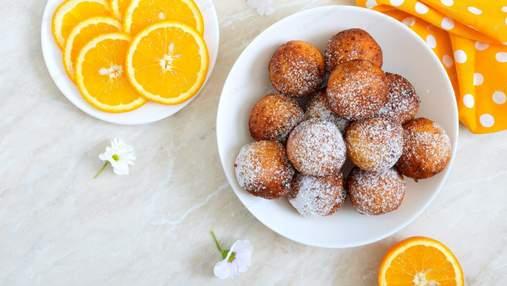 Солодко й по-домашньому: сирні пончики з цукровою пудрою