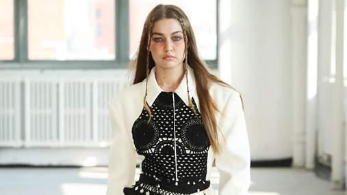 В'язані речі, спідниця плісе і фруктовий принт: 7 трендів з Тижня моди у Нью-Йорку