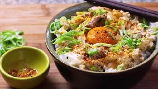 Як приготувати оякодон – японський омлет із рисом та куркою