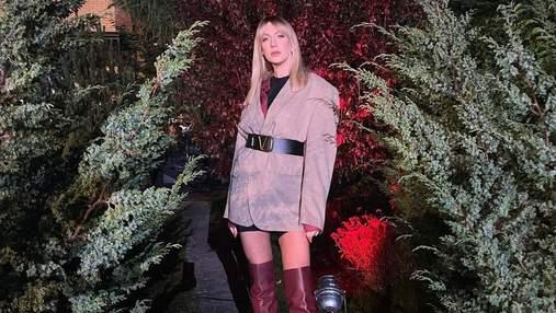 Леся Нікітюк показала образ з нічних зйомок: фото у ботфортах і подовженому жакеті