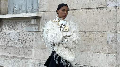 Тіна Кунакі показала наймодніший светр осені: стильний образ француженки