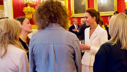 Кейт Міддлтон влаштувала прийом у Букінгемському палаці: ефектний вихід у білому вбранні