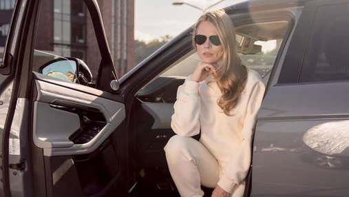 Ольга Фреймут отказалась от каблуков и надела спортивный костюм: стильные фото
