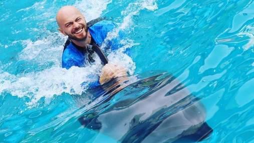 Влад Яма поплавав з дельфінами: в мережі розкритикували танцівника