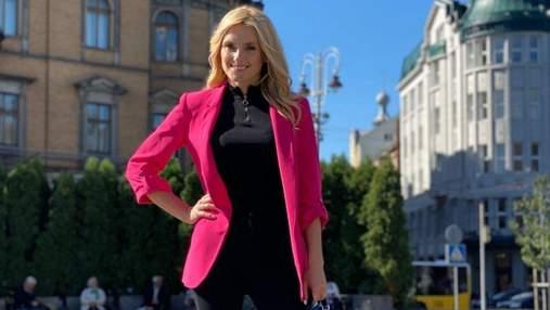 Ирина Федишин прогулялась по Львову: фото певицы в ярком пиджаке