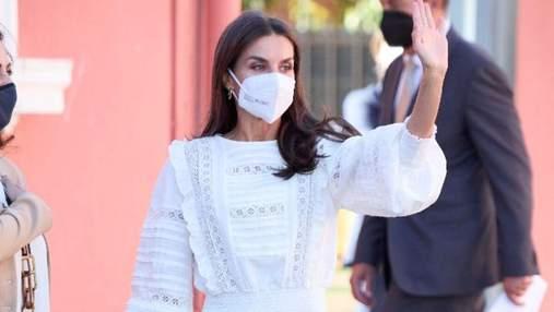 Королева Летиція з'явилась на публіці у стильній блузці та штанах: фото нового образу