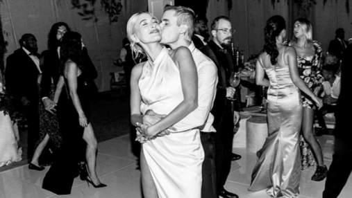 Хейли и Джастин Бибер празднуют третью годовщину свадьбы: вспоминаем, как это было