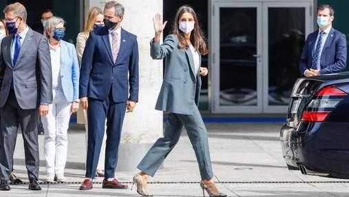 Королева Летиція приголомшила елегантним образом: фото в костюмі