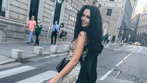 Настя Каменських гуляла вулицями Мадрида у леопардовій мінісукні: фото