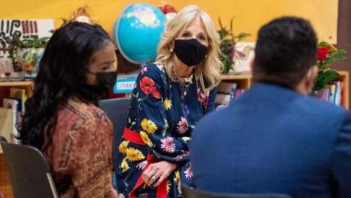 Джилл Байден вышла в свет в цветочном платье: новое фото первой леди США