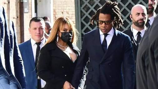 Бейонсе и Jay Z пришли в эффектных образах на свадьбу сына самого богатого человека в мире: фото