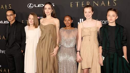 Анджелина Джоли вышла на красную дорожку с пятью детьми: редкие фото