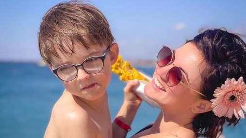 Оля Цибульська з сином відпочиває на морі: фото з відпустки