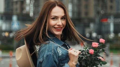 Дружина Володимира Остапчука зачарувала осіннім образом: фото в сукні та джинсовій куртці