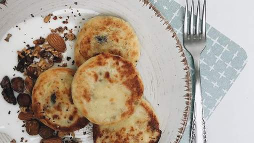 Новий погляд на улюблену страву: рецепт сирників з горішками без цукру