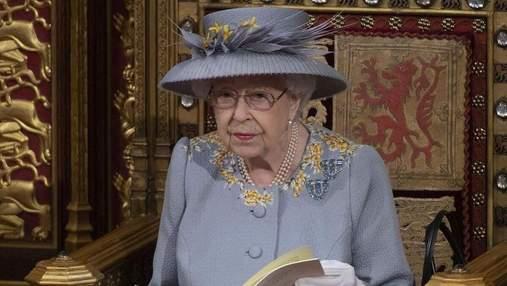 Королева Елизавета II провела ночь в больнице