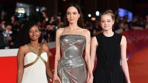 Анджеліна Джолі захопила розкішною сукнею на прем'єрі фільму: фото спільного виходу з доньками