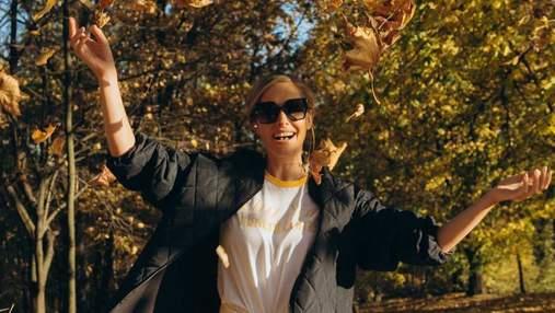 Катя Осадча позувала посеред жовтого листя: фото осіннього образу
