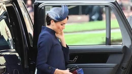 Образ Меган Маркл на королівському весіллі спровокував чутки про її вагітність: фото