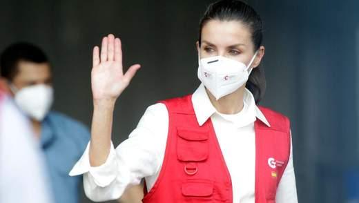 У білій сорочці та жилеті: королева Летиція вразила образом для поїздки в Гондурас – фото