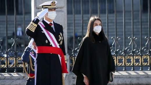 В элегантном наряде: королева Летиция покорила образом на новогоднем военном параде