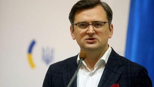 Українці можуть відвідувати 95 країн світу з дотриманням карантинних вимог, – Кулеба