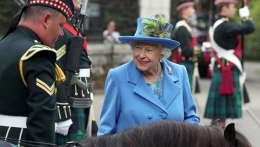 Єлизавета ІІ знайшла патронів в організаціях замість Меган та Гаррі, – ЗМІ